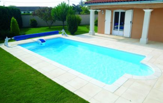 D couvrez en photo les piscines desjoyaux for Piscine enterree 6x4