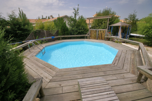 Piscine en bois leroy merlin for Piscine semi enterre bois