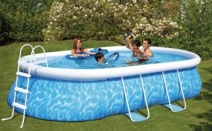 l'entretien d'une piscine auto-portante