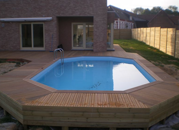 Piscine semi enterr e en bois nos conseils for Piscines enterrees