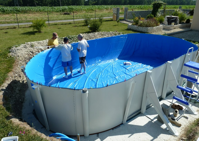 Piscine semi enterr e en m tal for Piscine plastique