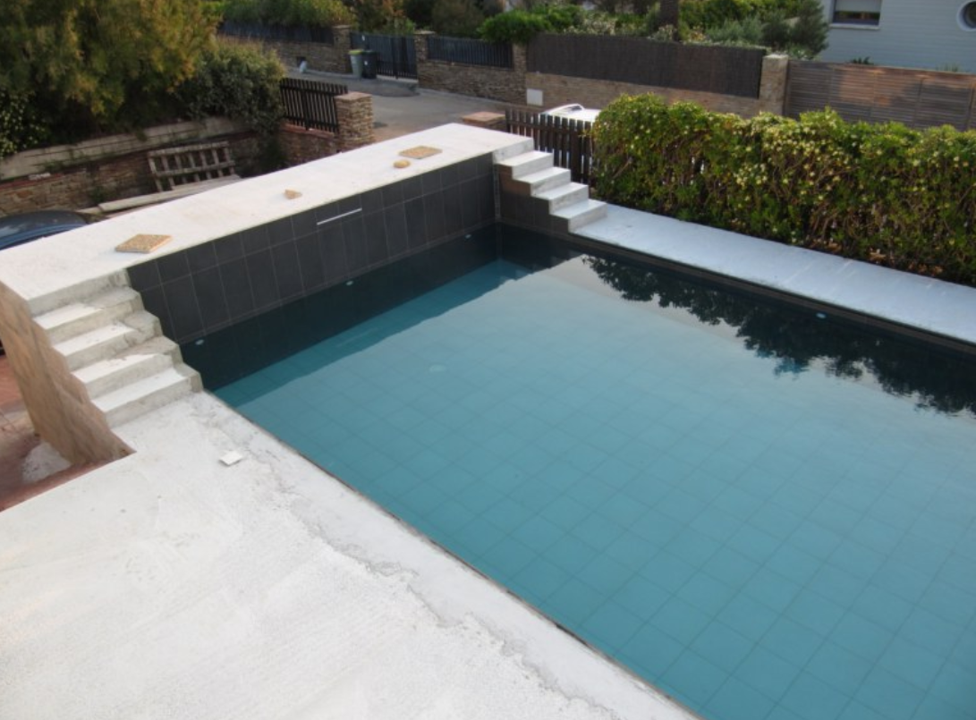 20 photos de piscine en b ton for Piscine semi enterree beton