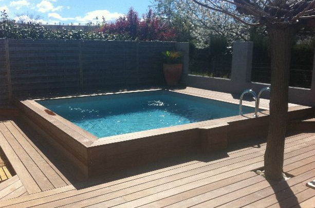 Les diff rents types de piscine for Piscine en teck semi enterree
