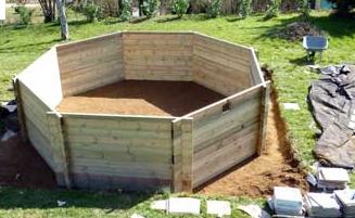 Les points forts d 39 une piscine hors sol en bois for Pose piscine bois semi enterree