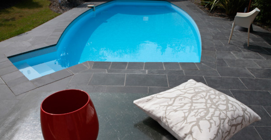 20 photos de piscine en b ton for Petite piscine polyestere