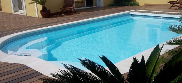 piscine avec polyester et bois