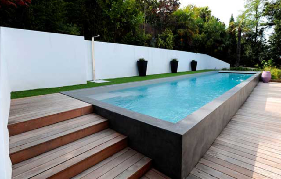 Les piscines en bois en photo for Construction piscine hors sol en beton