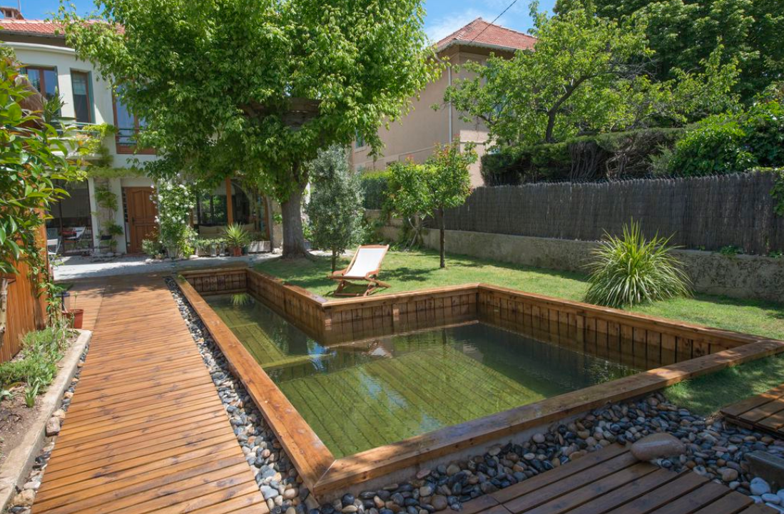 faire une piscine en bois faire une terrasse en bois autour d une piscine faire une terrasse. Black Bedroom Furniture Sets. Home Design Ideas