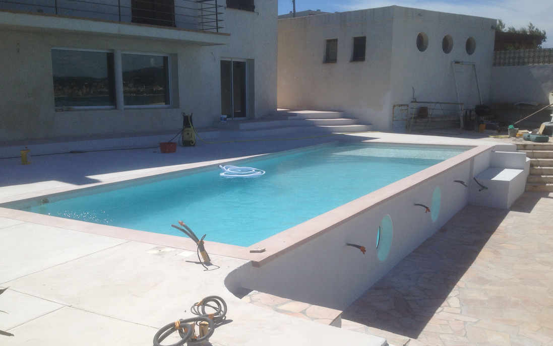 20 photos de piscine en b ton for Piscine kit beton hors sol