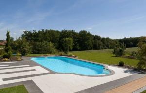 piscine béton rectangulaire