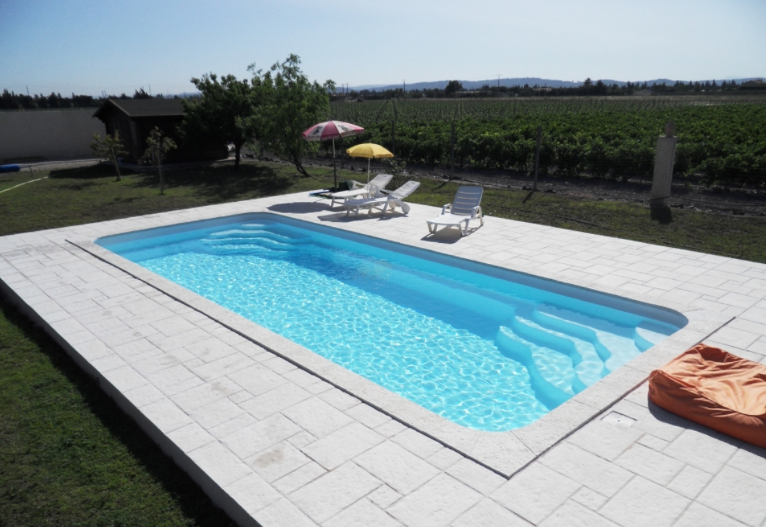 Des id es de piscines rectangulaire for Piscine de champagne