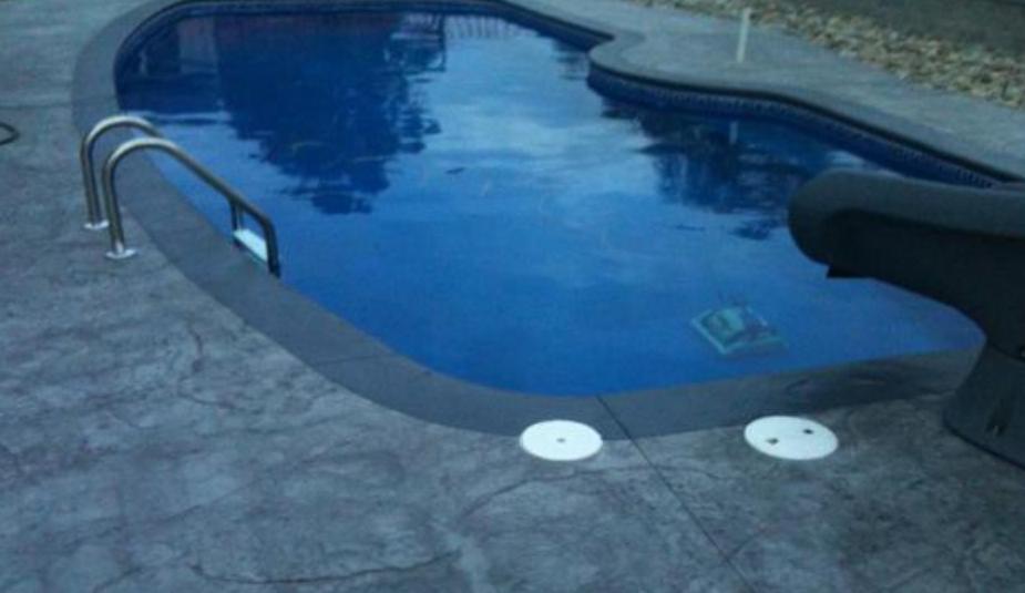 piscine finition béton