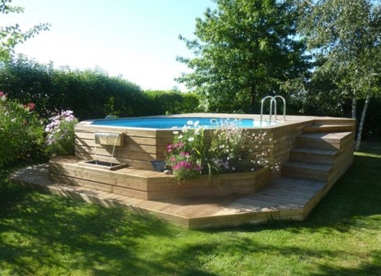 Les piscines en bois en photo for Piscine semi enterree beton