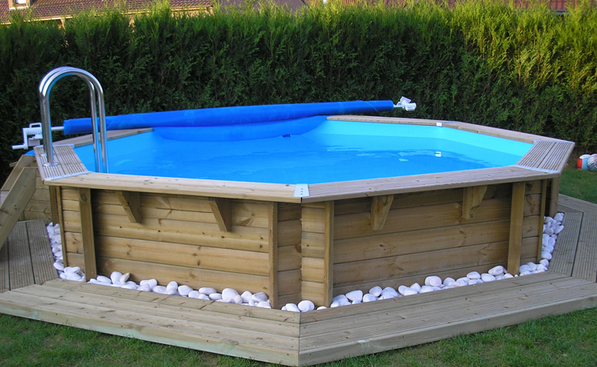 Les diff rents types de piscine hors sol en bois for Piscine semi enterree rectangulaire