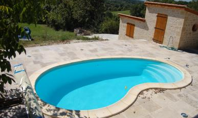 piscine polyester en kit