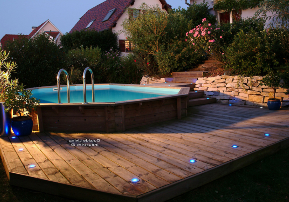 Les piscines en bois en photo - Terrasse piscine semi enterree ...