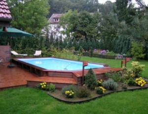 piscine semi-enterrée jardin