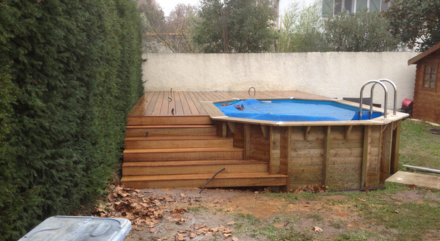 Piscine hors sol en bois les points faibles for Dimension piscine semi enterree