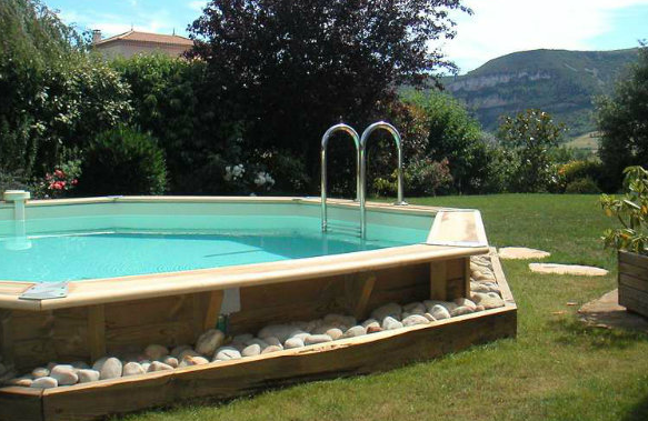 Les diff rents types de piscine hors sol en bois for Piscine semi enterree bois